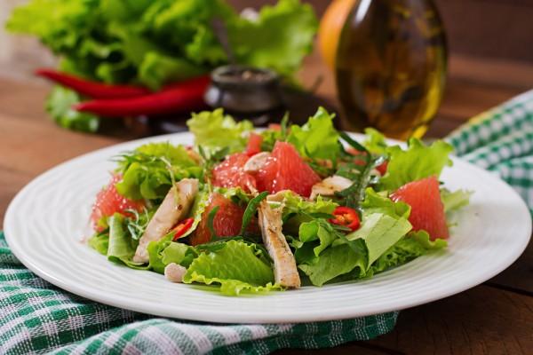 Салат с курицей, грейпфрутом и стручковой фасолью