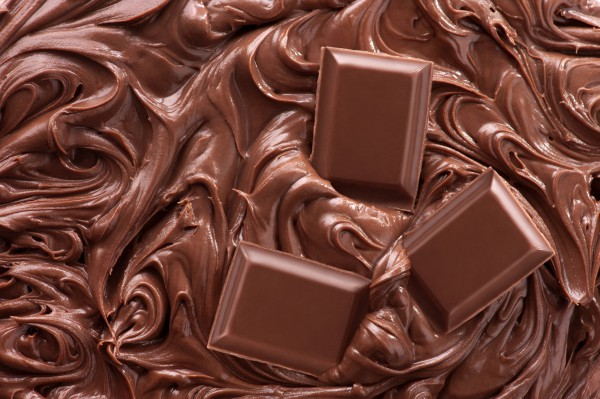 Черный шоколад повышает настроение