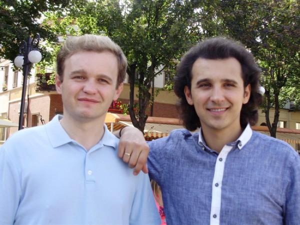 Дмитрий Яремчук и Назарий Яремчук-младший (справа)