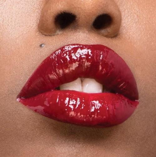 Оттенки помад, которые визуально сделают зубы белее