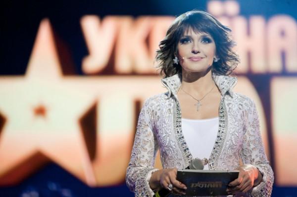 Телеканал СТБ объявил конкурс на создание лучшего наряда для ведущей Оксаны Марченко