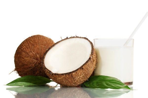 Кокосовое молоко обычно варьируют по степени густоты