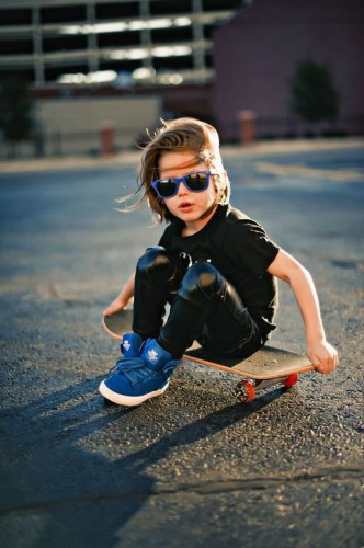 Скейт и мальчик