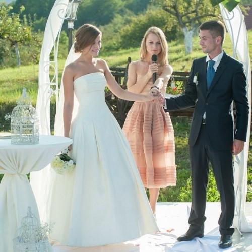 Оля Фреймут стала тамадой на свадьбе у своего брата