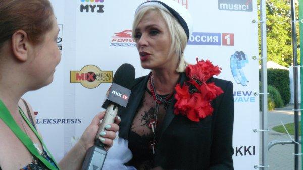 Лайма Вайкуле пришла на концерт в прозрачной блузке
