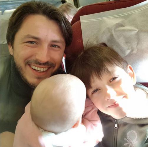 Сергей Притула со своими детьми фото