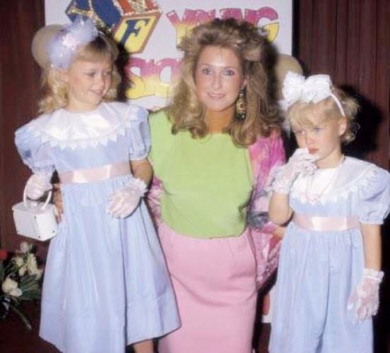 Пэрис (слева) и Ники Хилтон с мамой