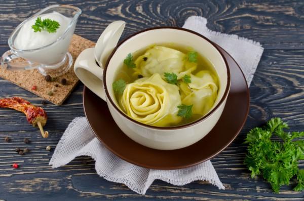 Рецепт из фарша: суп с пельменями