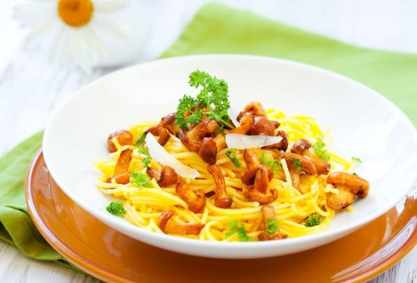 Спагетти с жареными грибами