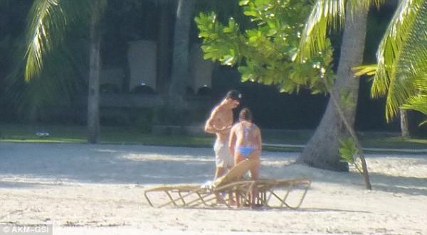 Медовый месяц Энистон и Теру