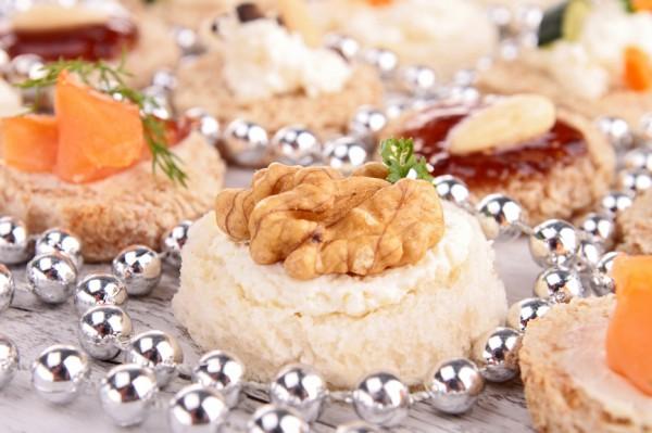 Рецепт                  Канапе с орехами и сыром