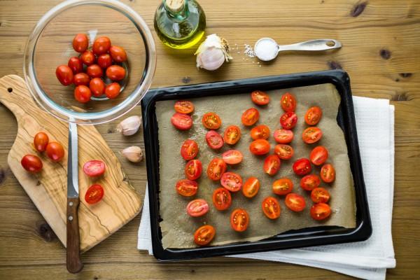 Запеченные в духовке помидоры
