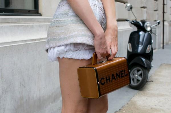 Маленькие сумочки сильно не обременяют свою хозяйку, но делают ее образ стильным