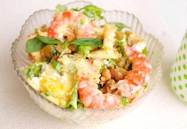 Рецепт                  Праздничный салат из креветок с ананасами