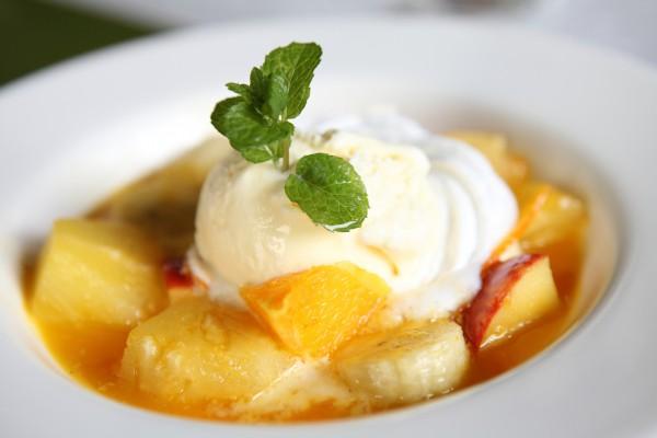 Рецепт                  Карамелизированные фрукты с мороженым