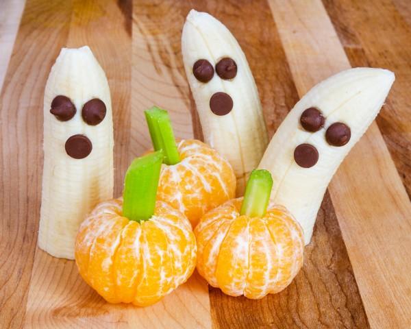 Фрукты-привидения на Хэллоуин