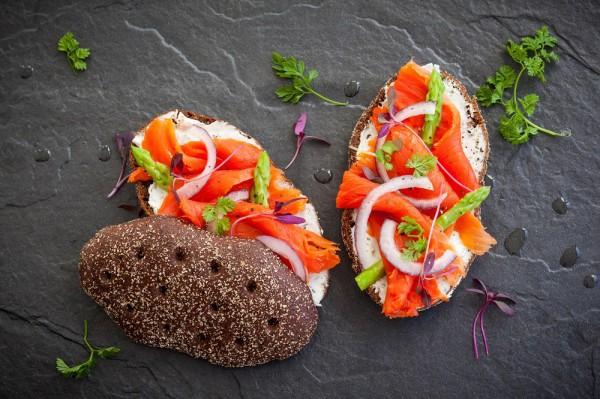 Итальянская брускетта с лососем