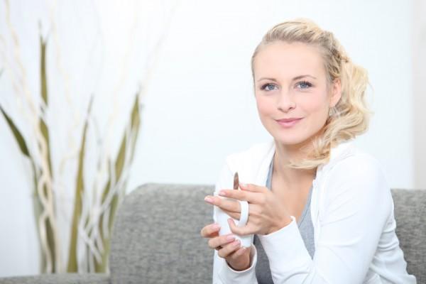 Горячий зеленый чай также полезно пить в жару