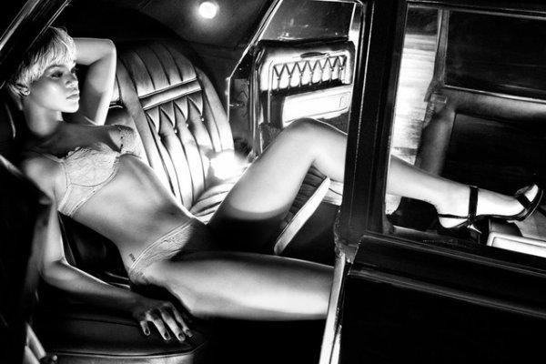 Рианна в рекламной кампании Emporio Armani Underwear