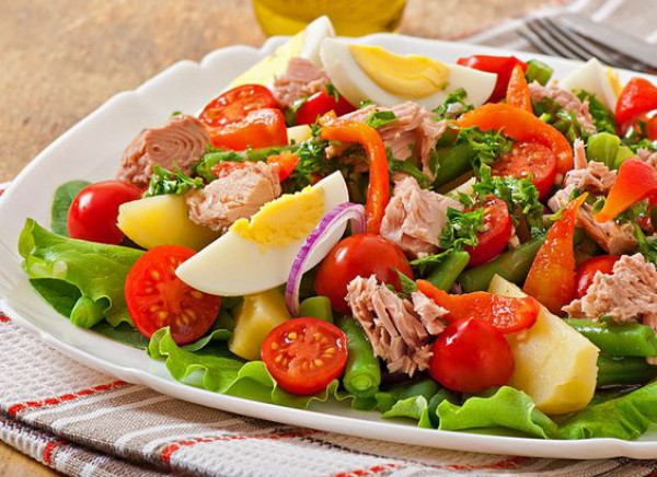 Классический рецепт салата с тунцом