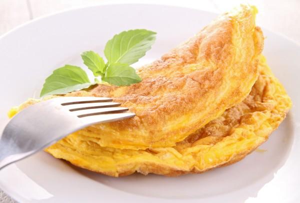 Омлет идеально подходит для завтрака