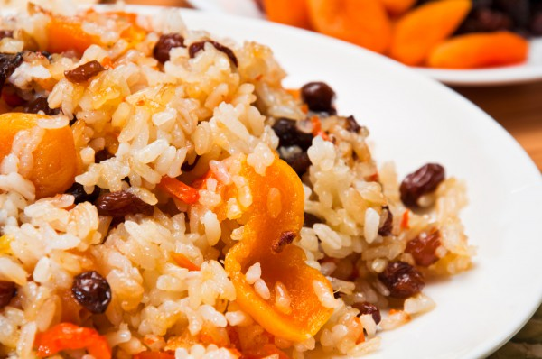 Вегетарианский рис с орешками и сухофруктами