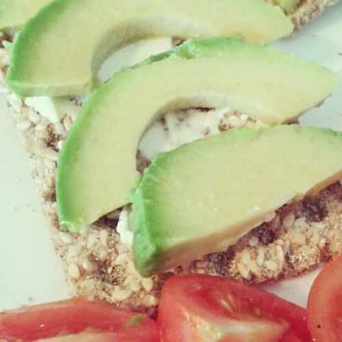 С авокадо получаются вкусные и полезные бутерброды