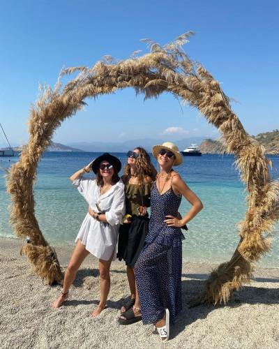 Катя Осадчая показала, как развлекалась с лучшими подругами в Турции