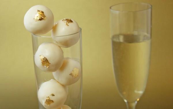 Шампанское сочетается с белым шоколадом
