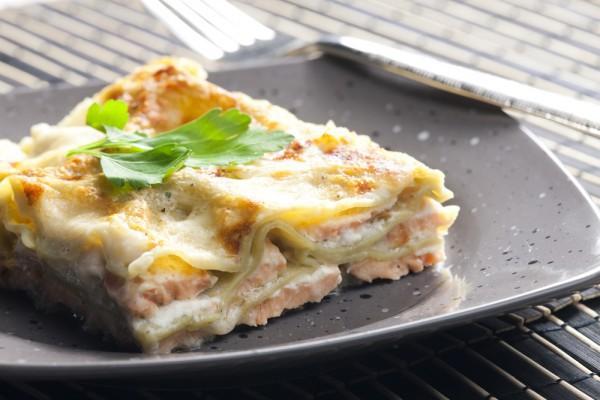 Блюдо с лососем и шпинатом