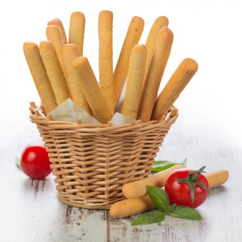Гриссини – это хрустящие и очень вкусные хлебные палочки, которые идеально подходят для дружеских посиделок