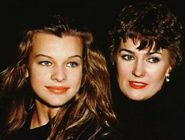 Милла Йовович в юности с мамой