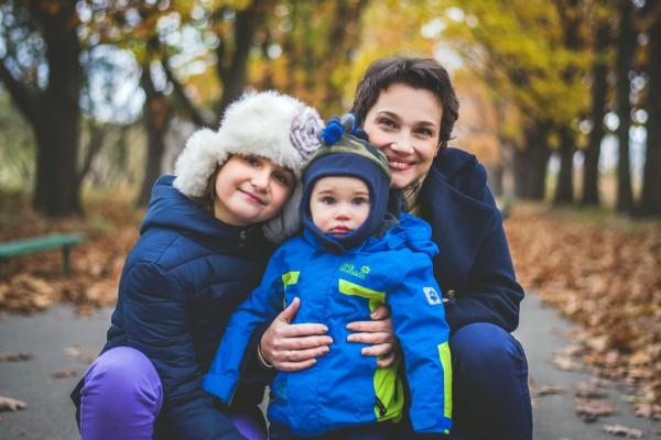 Телеведущая Тала Калатай с детьми