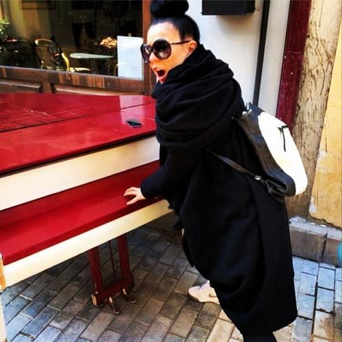 Певица Елка скрывает фигуру под просторной одеждой ... Елка Беременна