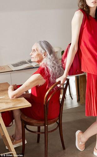 86-летняя манекенщица снялась в рекламе двух модных брендов