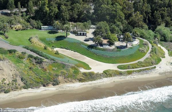 Возле побережья с ранчо Джоли и Питта разлилась нефть
