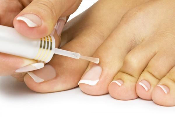 Завершающая процедура работы над ногтями – нанесение лака