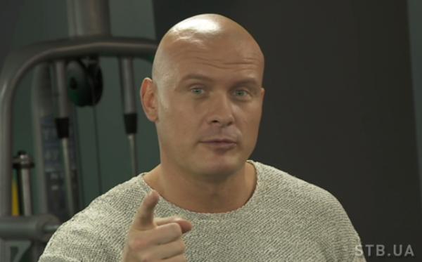 Вячеслав Узелков показал упражнения на примере Русланы Пысанки