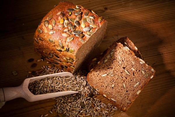 В домашний хлеб можно добавить тыквенные семечки