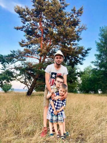 Тарас Тополя с детьми