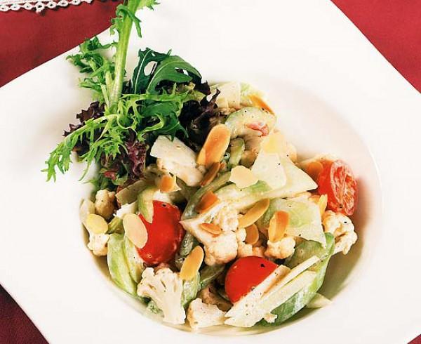 Рецепт                  Салат из цветной капусты, овощей и яблок