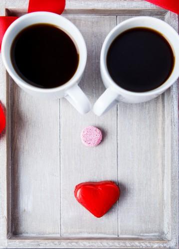 Подай 14 февраля любимому кофе в постель