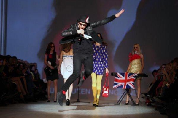 Бритнский дизайнер Филлип Колберт показал яркое шоу на проекте EuroFashion