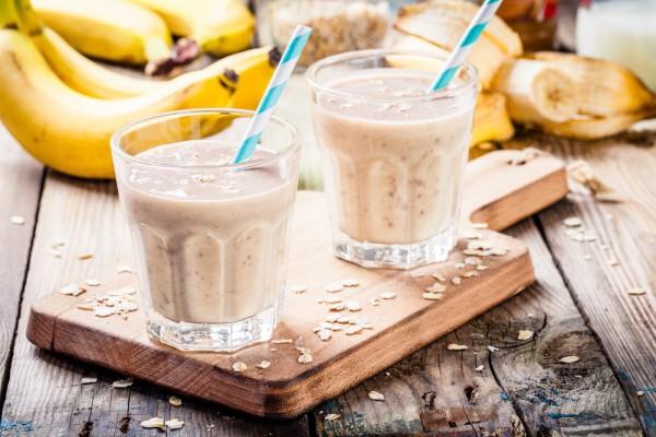 Банановый смузи с овсянкой фото