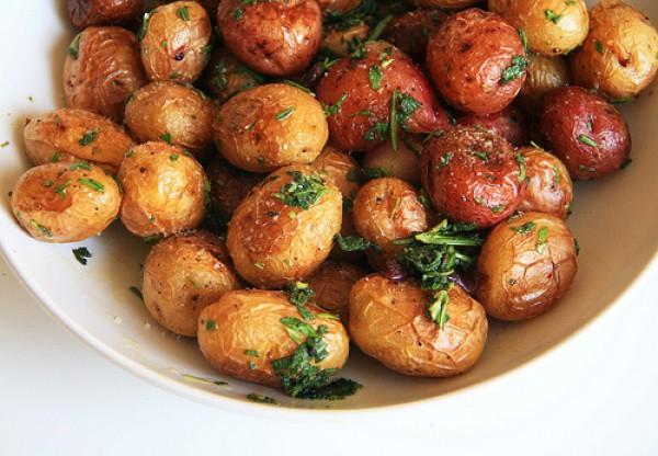 Рецепт                  Запеченный молодой картофель с чесноком