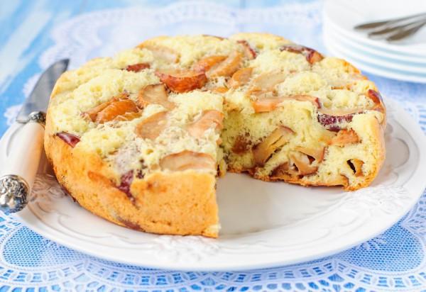 Пирог с яблоками и сметаной