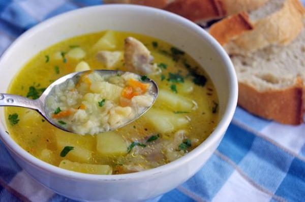 Простой обед: рецепт супа из рыбных консервов