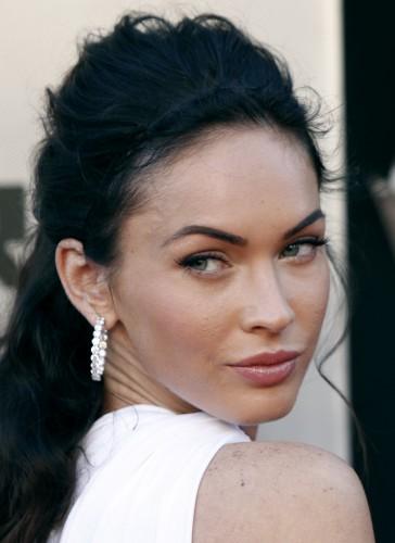 Женщины готовы платить немалые деньги за брови, как у Меган Фокс