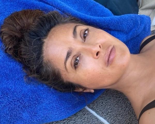 54-летняя Сальма Хайек показала фото с седыми волосами