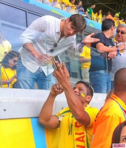 Эштон Катчер на матче Бразилия-Германия